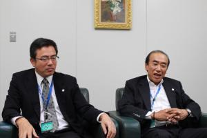 (右)取締役社長 芳須康次様  (左)取締役総務部長 増田松司様